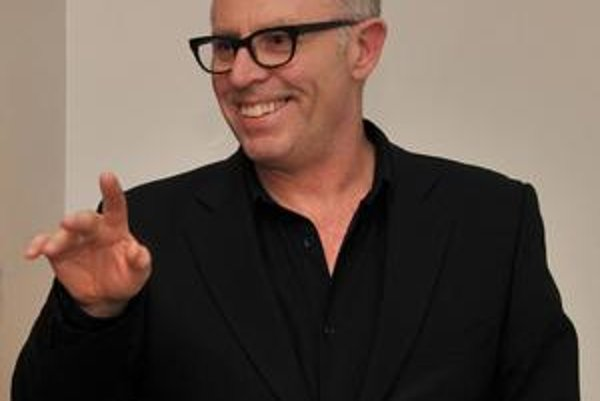 Aidan Sullivan je viceprezidentom Getty Images vo Veľkej Británii a v USA, najviac sa venuje projektu fotožurnalistických reportáží. Fotografoval udalosti a konflikty po svete, pôsobil ako obrazový editor v The Sunday Times a Sunday Times Magazine. Za
