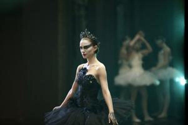 Raz nevinná a raz zmyselná musela byť Natalie Portman vo filme Darrena Aronofského Black Swan.