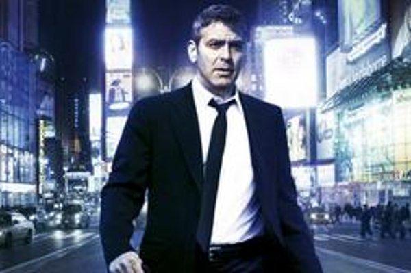 George Clooney hrá vo filme Micheal Clayton právnika, ktorý pre morálne pochybných klientov hľadá medzery v zákonoch.