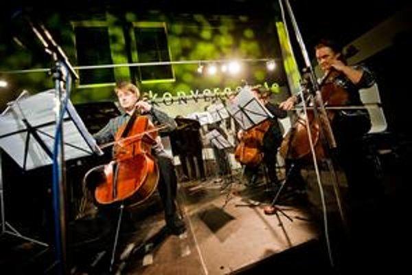 Violončelista Jozef Lupták hral cez víkend Bacha, Schönberga aj  Šostakoviča, sólovo i v rôznych zostavách.