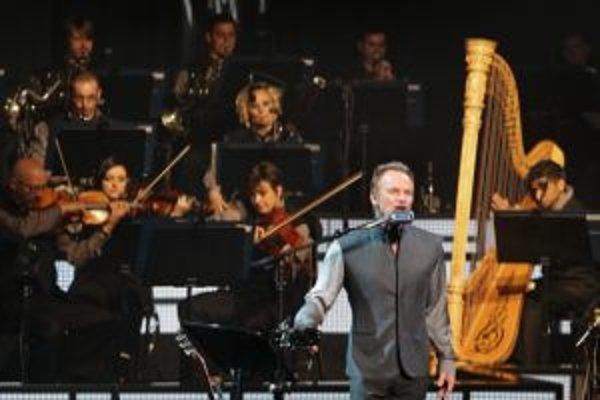 Popový klasik a klasický orchester urobili spoločný album a vyrazili s ním na turné.
