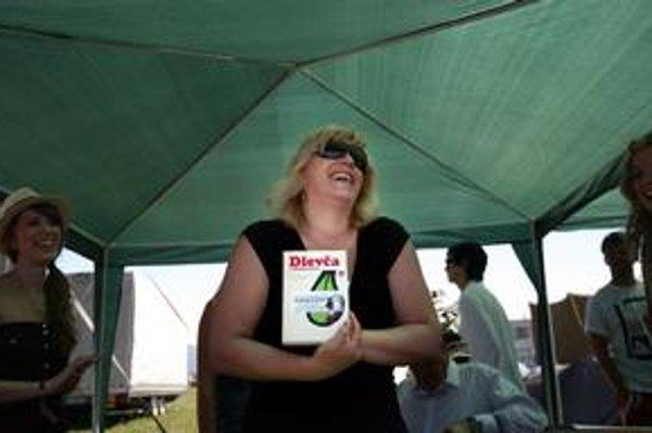 Iveta Radičová našla vo festivalovom antikvariáte knižku Dievča z ministerstva.