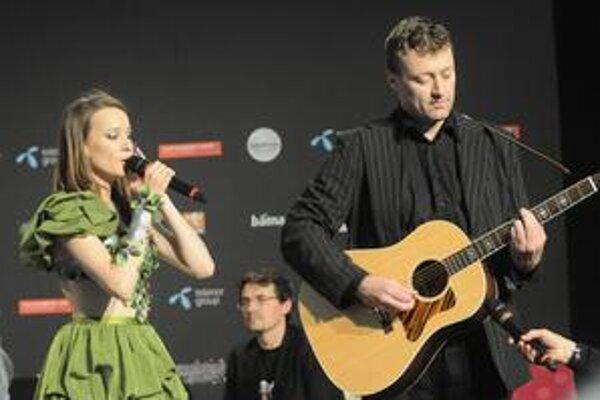 Kristína už v Osle spievala aj novinárom.