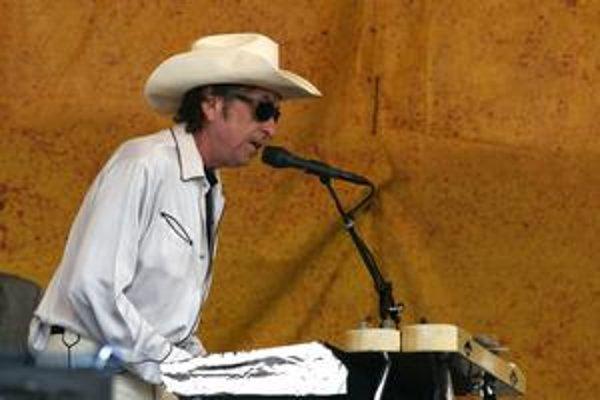 Bob Dylan v súčasnosti uprednostňuje na koncertoch elektrické piano pred gitarou.