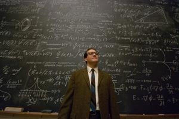 Profesor Larry Gopnik (Michael Stuhlbarg) sa nakoniec dopočítal k výsledku, že v živote nie je nič isté.