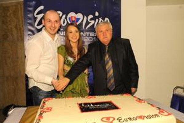 Ruku k víťaznému dielu Kristíny priložil textár Kamil Peteraj (vpravo) a hudobník Martin Kavulič.
