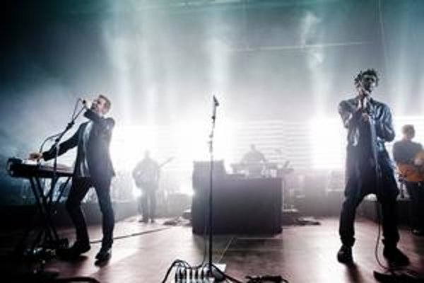 Robert del Naja (vľavo) a Grant Marshall chceli za mikrofón na novom CD Massive Attack postaviť všelikoho.