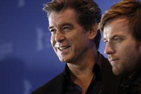 Pierce Brosnan (vľavo) a Ewan McGregor, herci z Polanského filmu The Ghost Writer, sú už v Berlíne.