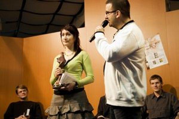 Víťazka Lucia Droppová a organizátor súťaže a vydavateľ Fantázie Ivan Aľakša.
