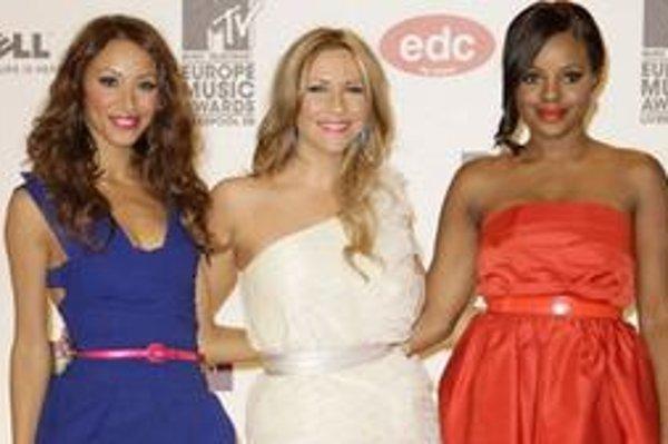 Speváčka Amelle Berrabah (prvá zľava) opustila britskú dievčenskú skupinu Sugababes.
