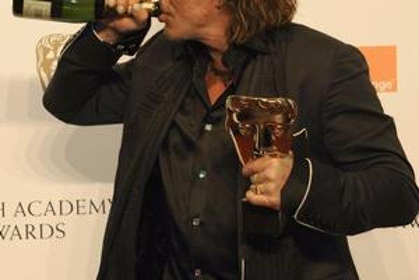 Film The Wrestler vrátil Mickeyho Rourka medzi hviezdy. Po Zlatom glóbuse a cene BAFTA môže získať aj Oscara.