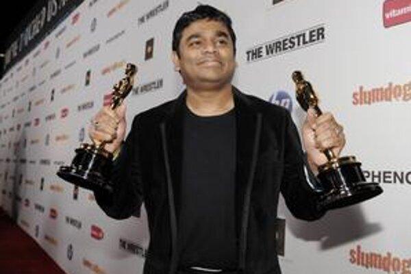 A. R. Rahman s dvoma tromfmi – oscarovú sošku získal za za najlepšiu pôvodnú pieseň a najlepšiu hudbu k filmu.
