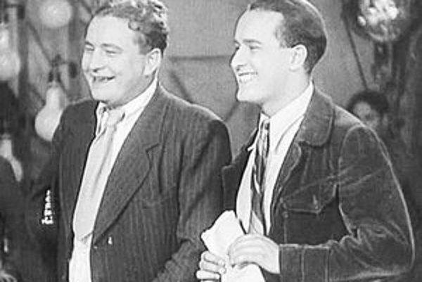 Jan Werich a Jiří Voskovec pri nakrúcaní filmu Pudr a benzín.
