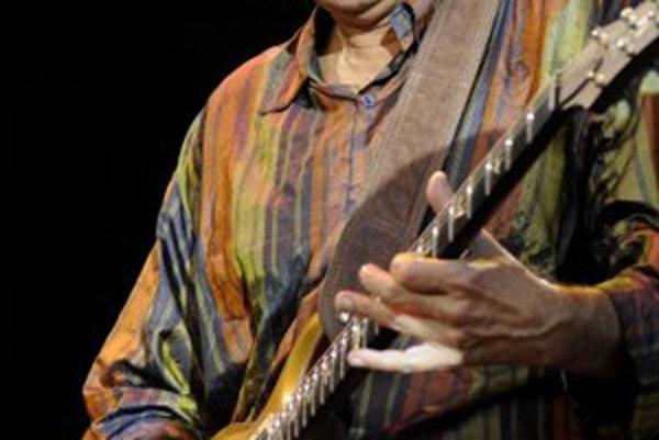 Carlos Santana počas koncertu na štadióne Interu Bratislava. Bratislava, 29. jún 2008