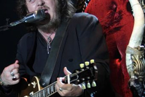 Taliansky spevák Zucchero počas koncertu v bratislavskom NTC. Bratislava, 7. máj 2008.