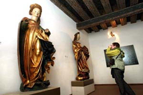 Z grantu opravia aj sochu sv. Barbory (v popredí).