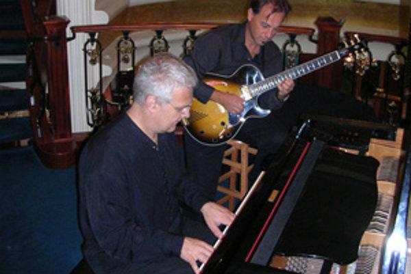 Pavol Bodnár si tentoraz pozval z USA svojho francúzskeho priateľa - gitaristu Philippa Lavoipierra.