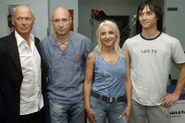 Český spevák Landa s manželkou Miriam. Kontroverzný umelec tvrdí, že zo skinheda už dávno vyrástol.