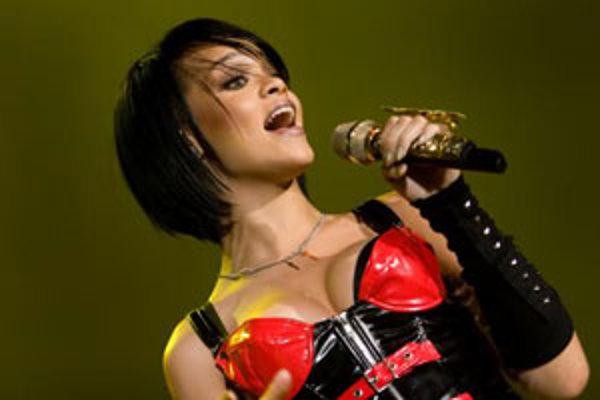 19-ročná speváčka z Barbadosu Rihanna, ktorá patrí v súčasnosti medzi najvačšie hviezdy popovej scény, vystúpila v bratislavskej Sibamac Aréne. Bratislava (27. novembar 2007).