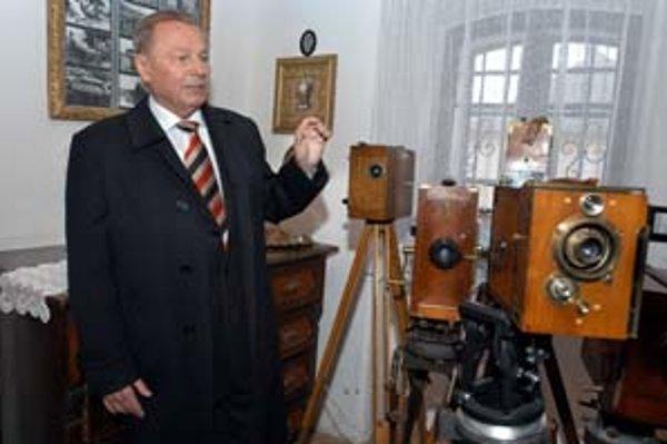 Schuster daroval múzeum štátu pod podmienkou, že sa nič nepredá a bude otvorené pre ľudí.