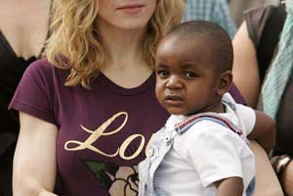 Madonna otvorila kabalistický sirotinec aj v Malawi, odkiaľ pochádza jej adoptívny syn David Banda.