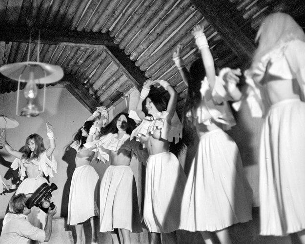 Nevesta hôľ (1971), réžia: Martin Ťapák. Zuna je všeobecným jednotným archetypom ženy, proti ktorej stojí viacnásobná podoba mužstva – mladý, odvážny horár, živočíšny Tavo či krčmár Weinhold. Ich ciele sú však totožné – dostať Zunu, skrotiť ju.