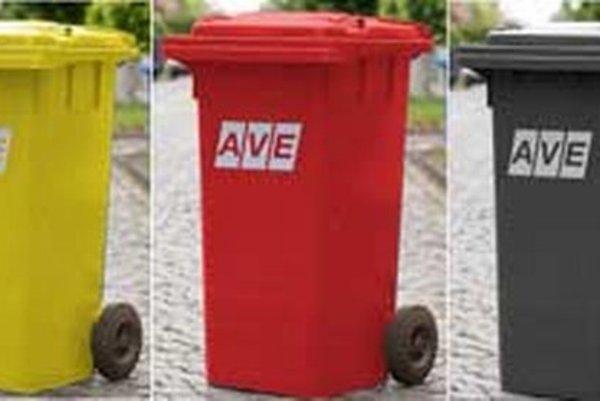 Nádoby na separovaný zber odpadu. Kov patrí do červenej.