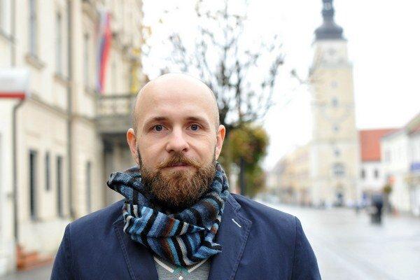 Peter Bročka zloží spolu s novozvolenými poslancami sľub 12. decembra.