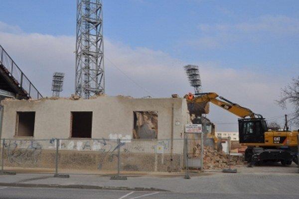 Projekt City Arena si vyžiadal okrem búrania aj výrub stromov.