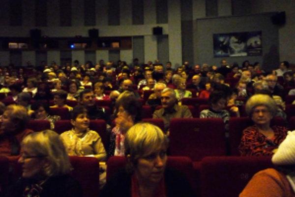 Diskusia a dokument. Do kina Hviezda pritiahli stovky divákov.