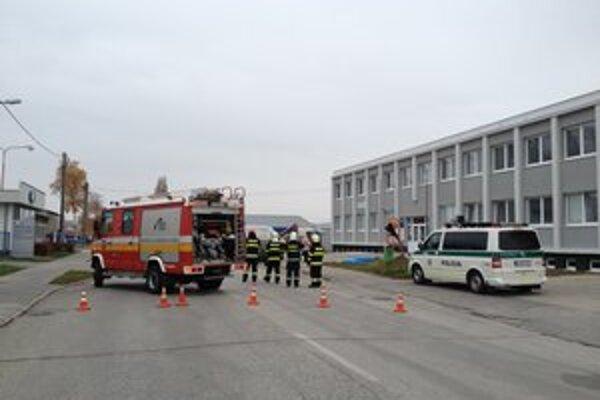 Na mieste nehody boli hasiči aj polícia.