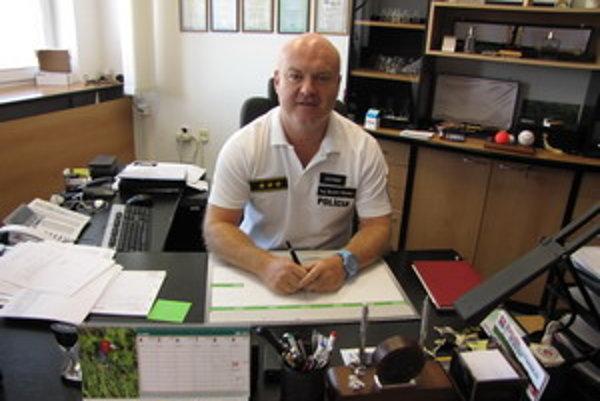 Bystrík Stanko sa narodil 20. októbra 1969 v Trnave, vyštudoval STÚ MTF v Trnave, v marci 1989 nastúpil do Policajného zboru SR, prešiel viacerými pozíciami, od Obvodného oddelenia Policajného zboru SR v Trnave až po riaditeľa kriminálnej polície, riadite