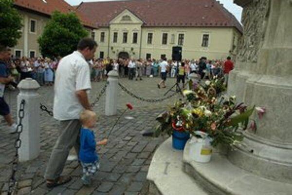 Uplynulý piatok vyjadrili ľudia Bezákovi podporu na Námestí sv. Mikuláša.