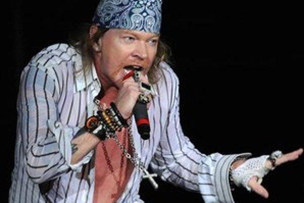 Slávny Axl Rose príde zabaviť aj slovenské publikum v Piešťanoch.
