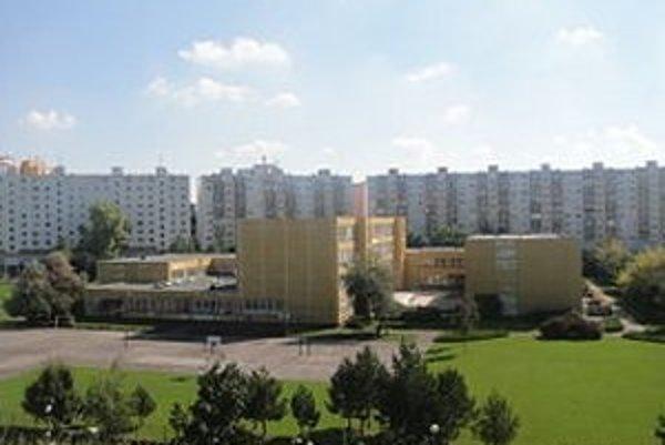 Od nového školského roka budú chodiť žiaci zo ZŠ V jame do blízkej ZŠ na Spartakovskej ulici.