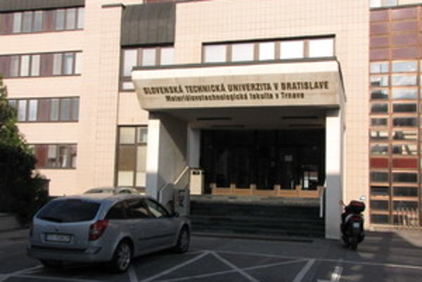 Fakulta MtF STU v Trnave.