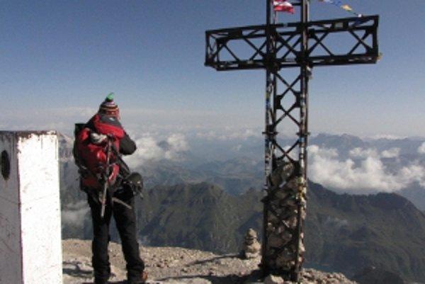 Vrchol Marmolady, najvyššej hory Dolomitov.