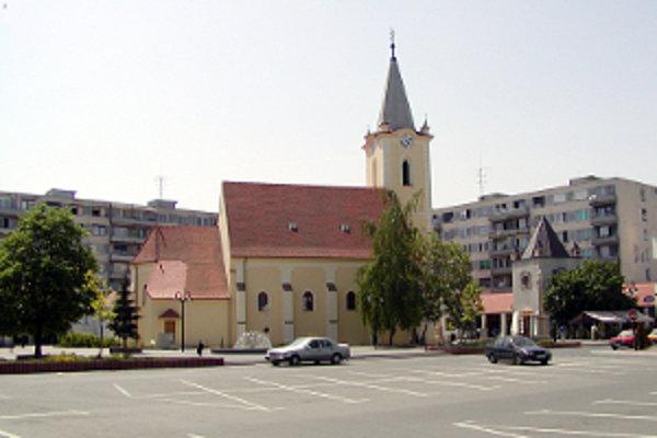V Dunajskej Strede chcú dokončiť revitalizáciu námestia, hľadajú peniaze.