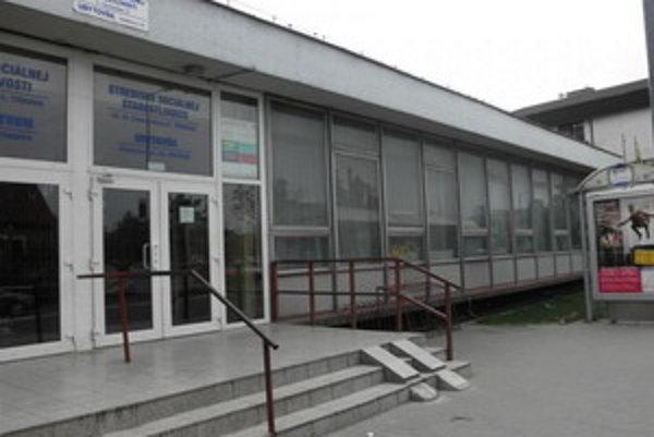 Vstupné dvere do zariadenia na Kollárovej ulici v Trnave.