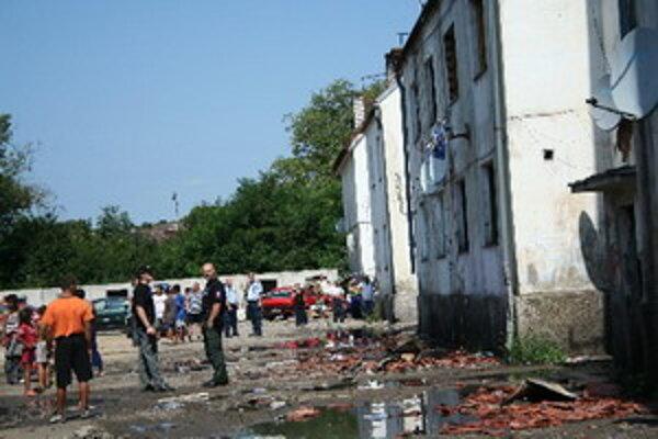 Záber na Coburgovu ulicu krátko po požiari bytovky v roku 2009.