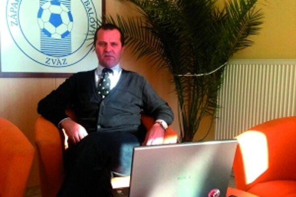 """""""Kto nemá vyrovnané záväzky, nemôže realizovať prestupy ani hosťovania,"""" upozorňuje predseda Západoslovenského futbalového zväzu."""