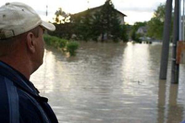 Záplavy sužovali ľudí aj v trnavskom regióne.