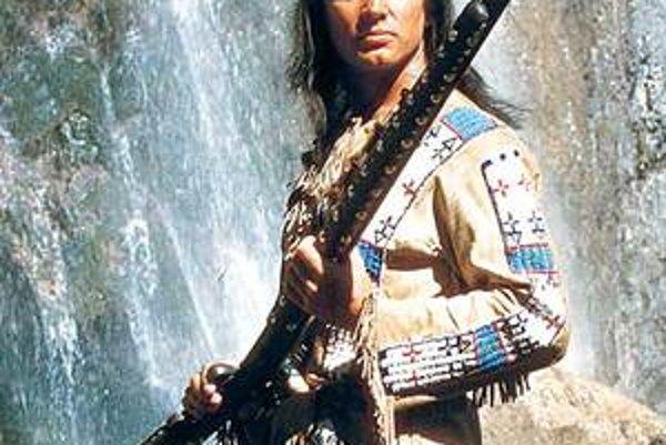 ŠTB prekážal aj filmový hrdina Vinnetou. Mal dlhé vlasy.