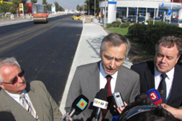 Minister Ján Figeľ prišiel osobne skontrolovať priebeh prác na Nitrianskej.