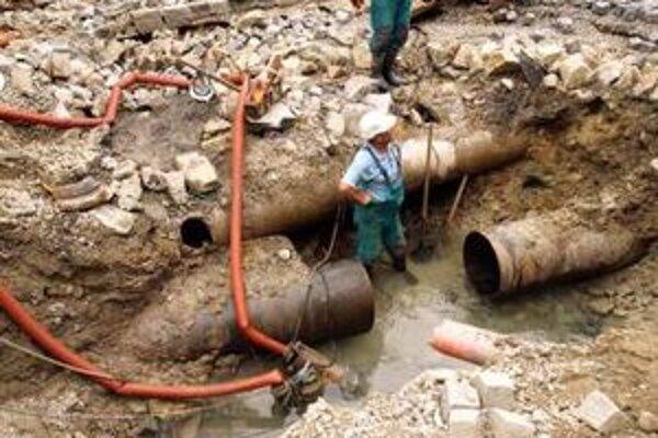 Havária v Dubovej spôsobila problémy s vodou v troch obciach.