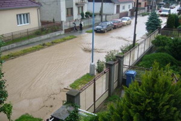 Situácia na Kukučínovej ulici na konci mája po prívalových dažďoch.