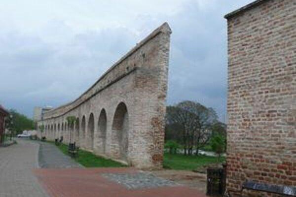 V hradobnej medzere na Michalskej ulici by mala do septembra pribudnúť bašta.