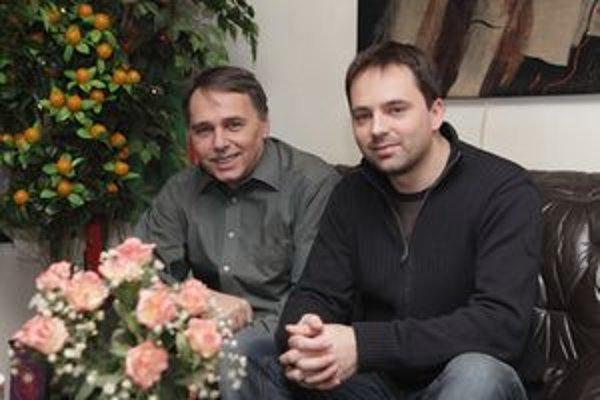 Čellárovci. Otec Tibor je architektúre, syn Boris spieva a hrá na gitaru v džezovej kapele All.Time.Jazz.