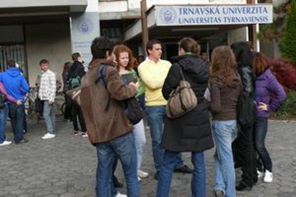 Študenti budú musieť pristupovať k diplomovkám poctivejšie.