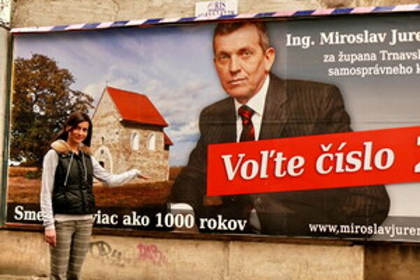 Bilbord s Jureňom visí na Paulínskej a Bratislavskej ceste.
